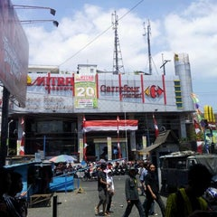 Photo taken at Malang Plaza by Muhammad I. on 8/29/2011