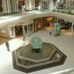 Photo taken at The Mall at Short Hills by Kevin T. on 9/2/2011