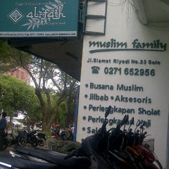 Photo taken at Al - Fath Griya Busana Muslim by Andy K. on 1/15/2012