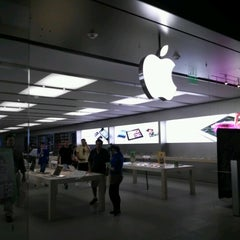 Photo taken at Apple Store, Syracuse by Frank C. on 9/6/2012