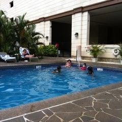 Photo taken at Royal Garden at Waikiki Hotel by J C. on 7/12/2012