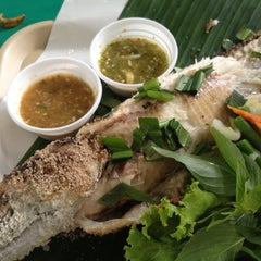Photo taken at ตลาดน้ำตลิ่งชัน (Taling Chan Floating Market) by Thosaporn S. on 8/4/2012