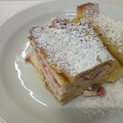 Photo taken at Food Garden by Ondrej L. on 7/18/2012