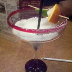 Photo taken at TGI Fridays by Elisa on 4/18/2012