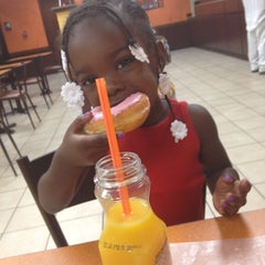 Photo taken at Dunkin' Donuts by Angie R. on 8/31/2012