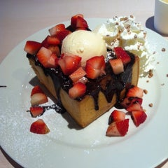Photo taken at After You (อาฟเตอร์ ยู) by Laphattaya R. on 6/6/2012