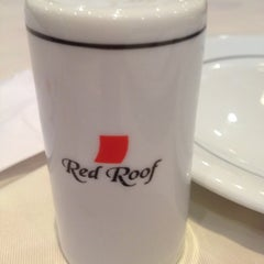 Photo taken at Red Roof Restaurantes by Marcia D. on 8/16/2012