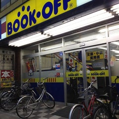 Photo taken at BOOKOFF 本厚木駅前大通り店 by MAYUKI on 4/13/2012