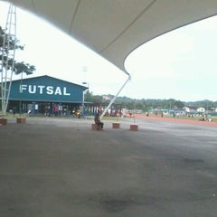 Photo taken at Kompleks Belia & Sukan Paroi by Lidya R. on 2/19/2012