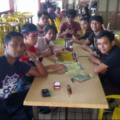 Photo taken at Restoran Selera Warisan Tom Yam Seafood by Mohd A. on 4/17/2012