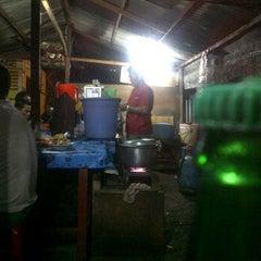 Photo taken at Soto Sapi Peken Kerobokan by Kunus on 12/1/2011