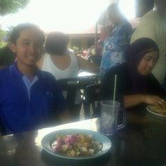 Photo taken at Mak Long by Irwan S. on 4/5/2011