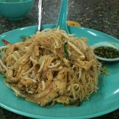 Photo taken at 1 Puchong Cafe by Hendrik N. on 7/13/2012