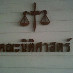 Photo taken at ห้องสมุดคณะนิติศาสตร์ (Faculty of Law Library) by View_ W. on 4/18/2012