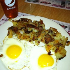 Photo taken at Crossmill Diner by Lynn Z. on 4/28/2012