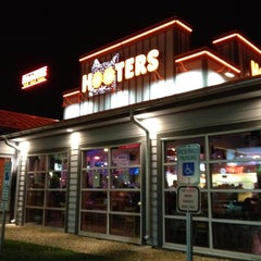 Photo taken at Hooters by T R. on 10/20/2011