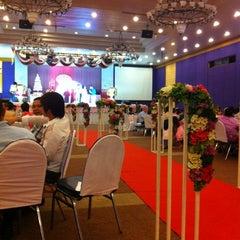 Photo taken at Kosit Hill Hotel (โรงแรมโฆษิตฮิลล์) by 🐝Nu~Pueng🐝 on 5/30/2012