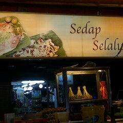 Photo taken at Restoran Singgah Selalu by ą¥µя€€ɲ hąʍą$ąЌɨ on 7/12/2012