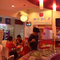 Photo taken at Berry Yummy Italian Yogurt by Francis H. on 7/15/2012