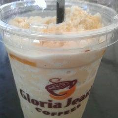 Photo taken at Gloria Jeans Coffees Bukit Bintang Plaza (GJC BB Plaza) by Nurri B. on 11/24/2011
