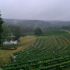 Photo taken at Montaluce Vinyard and LeVigne Restaurant by Chris R. on 9/5/2011