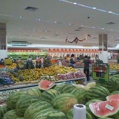Photo taken at Supermercados Líder & Magazan by Fernando V. on 11/21/2011