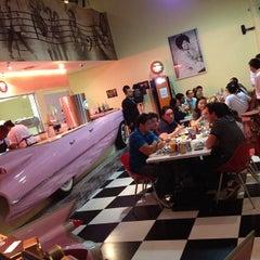 Photo taken at JukeBox Finest Burger by L Gustavo F. on 8/26/2012