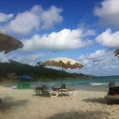 Photo taken at Sai Kaew Beach Resort (ทรายแก้ว บีช รีสอร์ท) by Musi A. on 8/27/2012