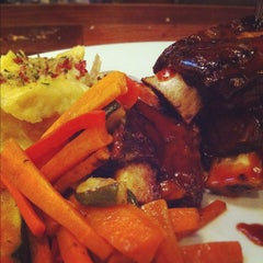 Photo taken at Tony Roma's Ribs, Seafood, & Steaks by Aaron C. on 9/6/2012