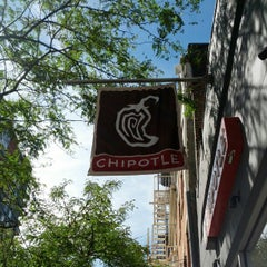 Photo taken at Chipotle Mexican Grill by Omar A. on 9/11/2012