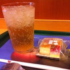 Photo taken at モスバーガー 北24条店 by 田脇 正. on 8/7/2012