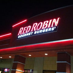 Photo taken at Red Robin Gourmet Burgers by Jeffrey J. on 6/15/2012