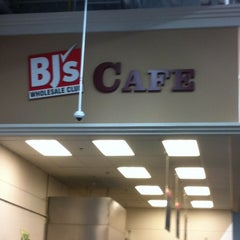 Photo taken at BJ's Wholesale Club by Rey R. on 3/15/2012