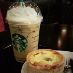 Photo taken at Starbucks (สตาร์บัคส์) by A-ray S. on 2/11/2012