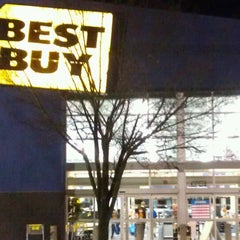 Photo taken at Best Buy by Mark P. on 12/24/2011