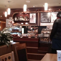 Photo taken at Costa Coffee (Коста Кофе) by Nikolai S. on 1/4/2011
