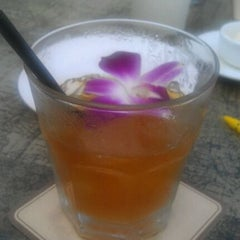 Photo taken at Tommy Bahama Store & Restaurant by Rachel T. on 4/17/2012
