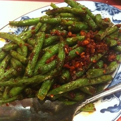 Photo taken at Hunan Home's Restaurant by Fabrizio R. on 4/16/2011