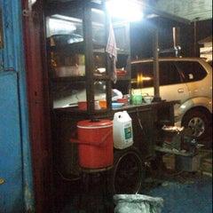 Photo taken at Bakmi Djawa Pak Ihsan by Zaky G. on 1/11/2012