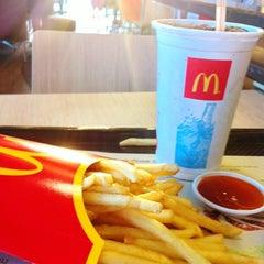 Photo taken at McDonald's & McCafé (แมคโดนัลด์ & แมคคาเฟ่) by Pa🚺 f. on 3/19/2012