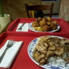 Photo taken at Takinga kínai étterem by Szecsa on 1/25/2012