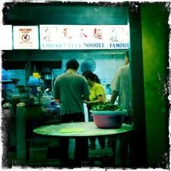 Photo taken at Da Jie Famous Wanton Mee 大姐云吞面 by Thomas C. on 1/31/2011