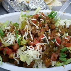Photo taken at Chipotle Mexican Grill by noel g. on 3/7/2012
