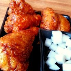 Photo taken at BonChon Chicken (บอนชอน ชิคเก้น) 본촌치킨 by Nithit J. on 8/19/2012