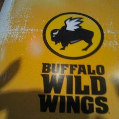 Photo taken at Buffalo Wild Wings by MzBLB👄 on 8/17/2012