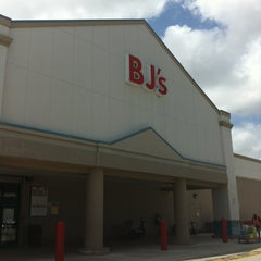 Photo taken at BJ's Wholesale Club by Silvia L. on 5/5/2012
