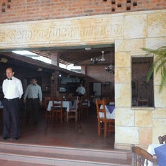 Photo taken at Señora Bucaramanga by Jhon P. on 3/24/2012