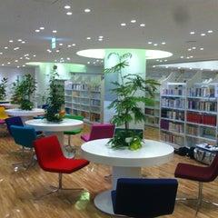 Photo taken at 徳島市立図書館 by scafloc 桑. on 3/28/2012