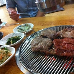 Photo taken at 대통화로구이 (Dae Tong Hwa Ro) by Jaa W. on 7/4/2012