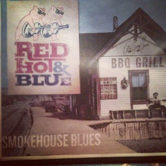 Photo taken at Red Hot & Blue  -  Barbecue, Burgers & Blues by Shenika S. on 9/9/2012